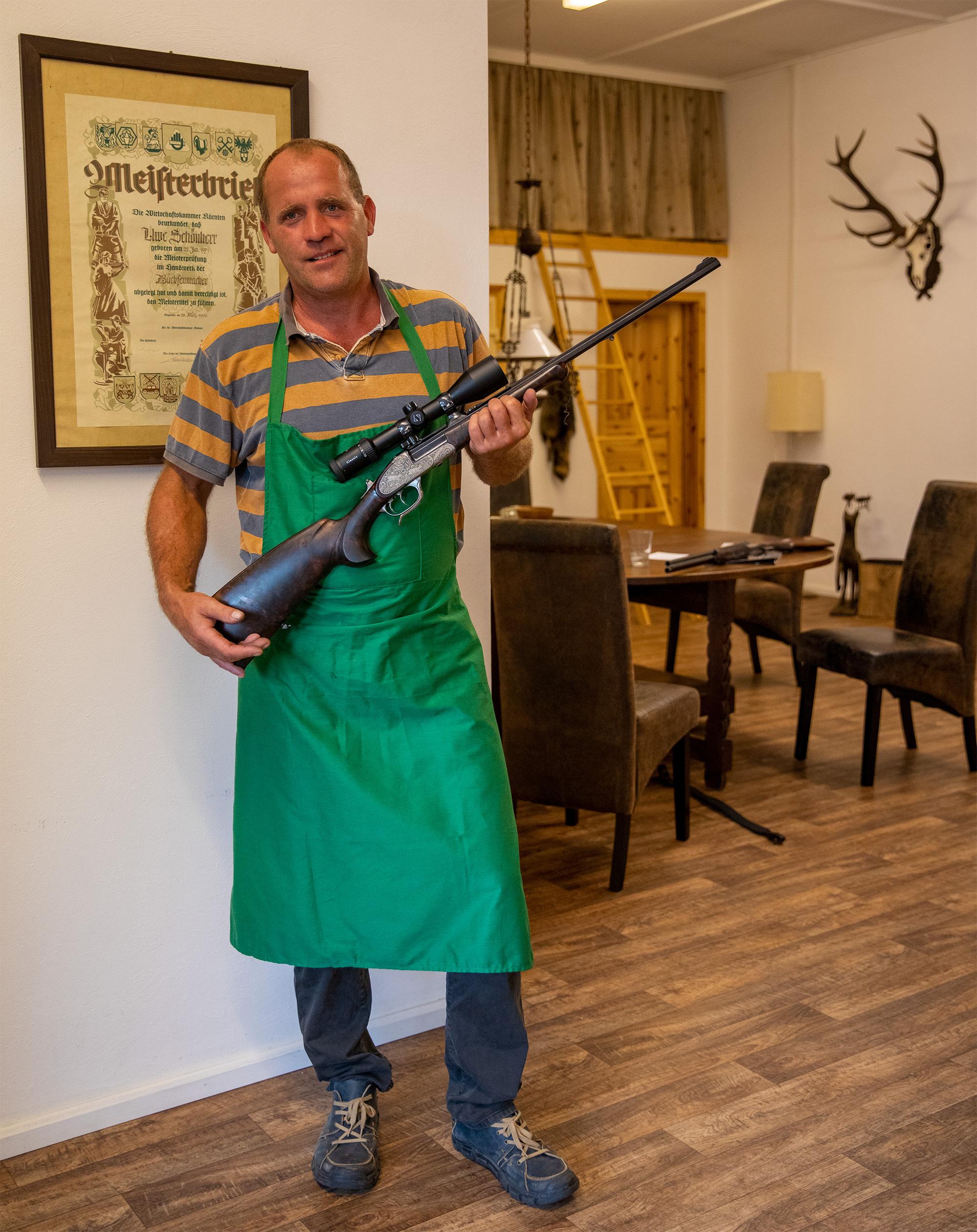 Ferlacher Büchsenmachermeister seit 1995 </br>Ihr Spezialist für exclusive Jagdwaffen in Berlin/Brandenburg